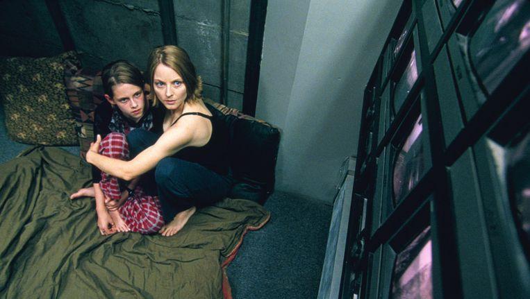 Jodie Foster met een piepjonge Kristen Stewart in Panic Room. Beeld