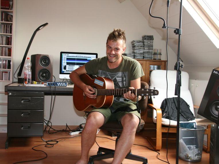 Tom kocht een 'home studio' voor zijn hobby- en werkkamer.