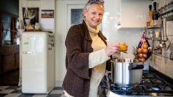 """#SAMENTEGENCORONA Noëlle kookt voor een vriend in quarantaine: """"Een extra portie is snel gemaakt"""""""