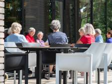 Voorleesochtenden in Waalre nemen ouderen mee op reis