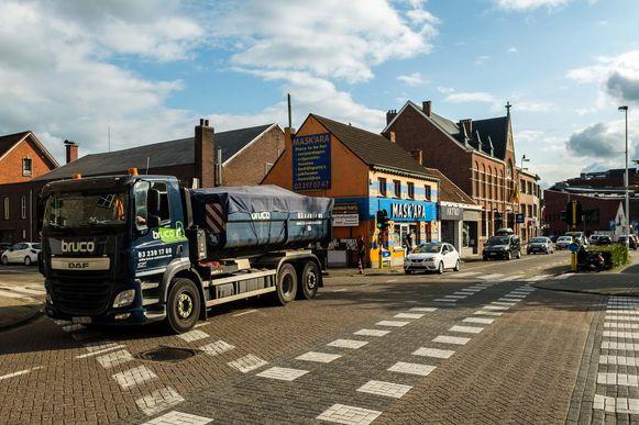 Vrachtwagens zorgen vaak voor onveilige situaties in het centrum.