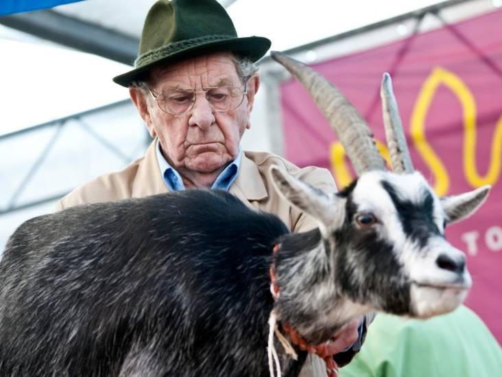 De kleurrijke veilingmeester Cor was jarenlang het gezicht van de konijnenveiling