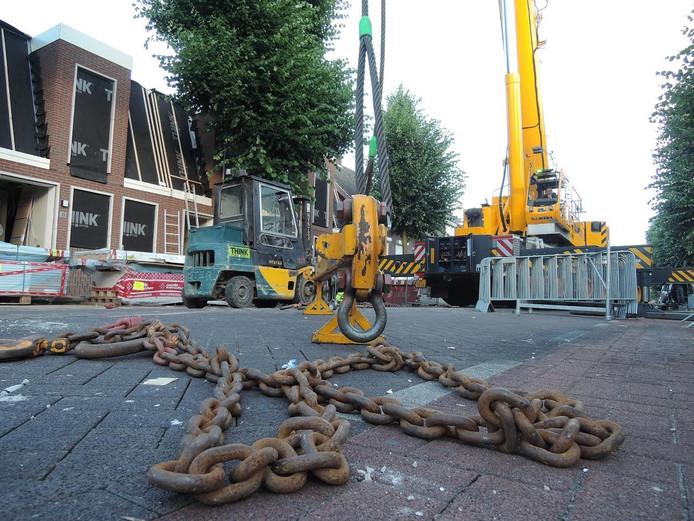 Een onjuist geplaatste betonfundering zorgde voor een urenlange vertraging.