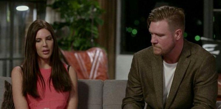 Dean kiest ervoor om toch bij zijn vrouw Tracey te blijven.