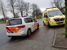 Vrouw van de fiets gereden in Hengelo, auto rijdt door