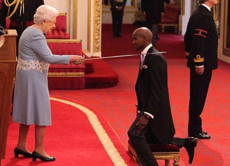 Queen Elisabeth sloeg Farah tot ridder.