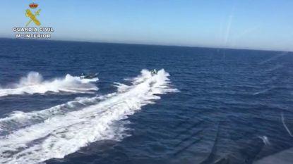 Drugstrafikanten redden Spaanse agenten die tijdens achtervolging op zee crashen