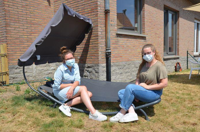 Vroedvrouwen Amanda Vanderheyden en Demi Renders van de nieuwe vroedvrouwenpraktijk AMAMI in de regio rond Ninove.