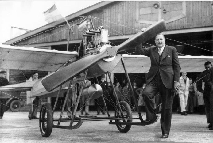 Zijn lidmaatschap van de NSB zit vliegtuigbouwer Frits Koolhoven  in de weg