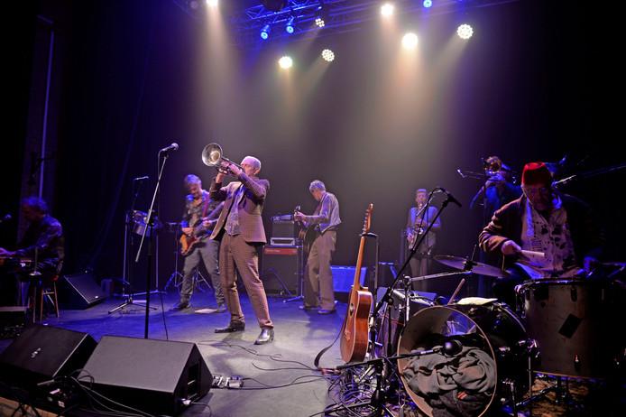 De Kift vulde het podium met acht bandleden.