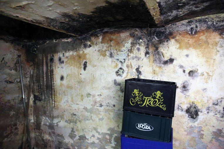 Schimmel op de muren en gaten in het dak, The Pit's kan wel een opknapbeurt gebruiken.