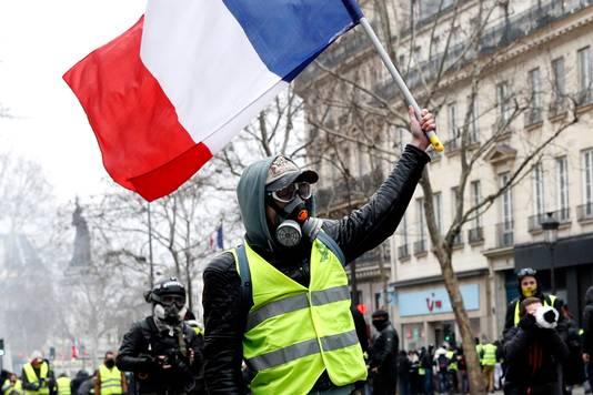 Al 23 weken betogen de Gele Hesjes in Parijs