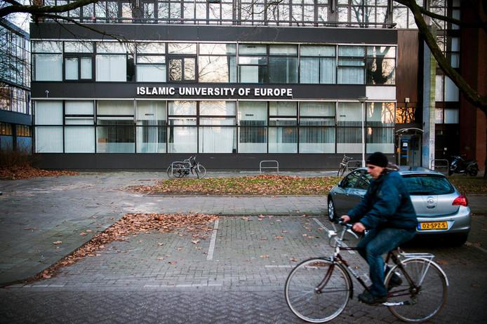 Op de gevel van de Islamitische Universiteit van Europa staat nog steeds dat het een 'universiteit' betreft.