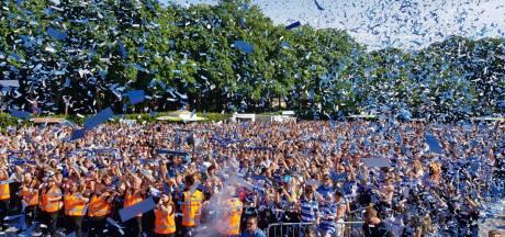 Teruglezen: Duizenden supporters huldigen De Graafschap na promotie