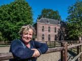 Yvonne legt de puzzel van De Rendierhoeve, waar de kloostersfeer blijft