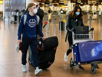 Evenepoel vertrekt met vliegtuig richting Spanje om nieuw seizoen voor te bereiden