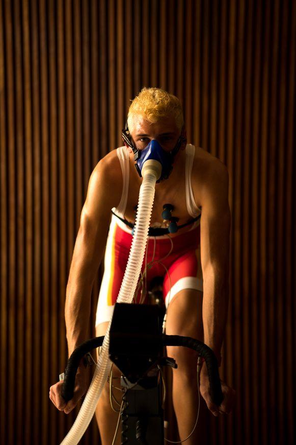 Ondanks alle gezondheidsrisico's en de donkere zijde houdt regisseur Kenneth Mercken nog altijd van de wielersport.
