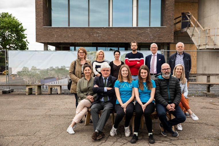 Het Sint-Augustinusinstituut in Bree (SAB) is één van de 21 scholen die een groene speelplaats krijgen en daar zijn ze terecht fier op! Gedeputeerde Bert Lambrechts en burgemeester van Bree Liesbeth Van der Auwera (CD&V) stelden mee het project voor.