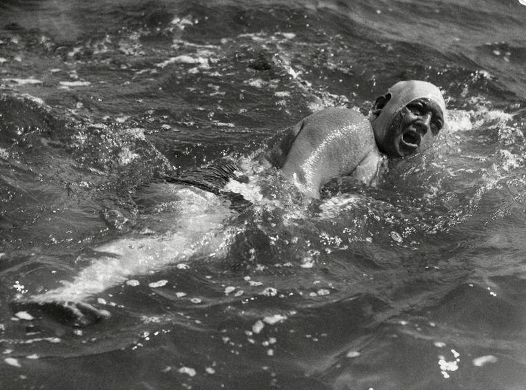 Meijers zwemcollega Piet Ooms, ook liefhebber van een glaasje onderweg. Beeld Hollandse Hoogte / Spaarnestad P