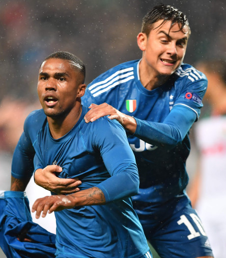 Douglas Costa schiet Juventus in extra tijd naar knock-outfase