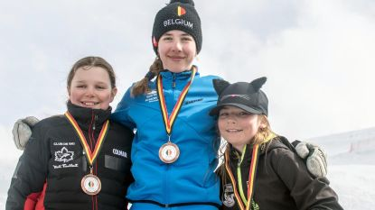Julie Vandaele (11) haalt goud op BK skiën