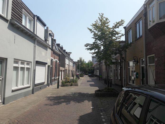 De Clercxstraat in Tilburg: met het groot onderhoud verdwijnen ook 'de nummerkes'.