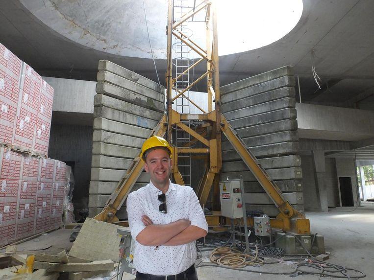 Benoît Vanraes in de foyer van het toekomstige cultuurcentrum.