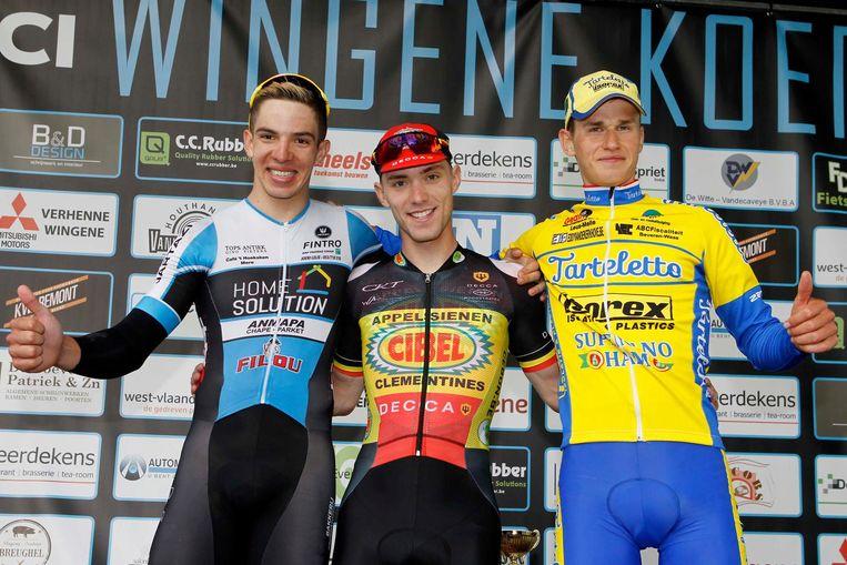 Winnaar Stijn De Bock tussen José Alvaro (l.) en Michiel Stockman.