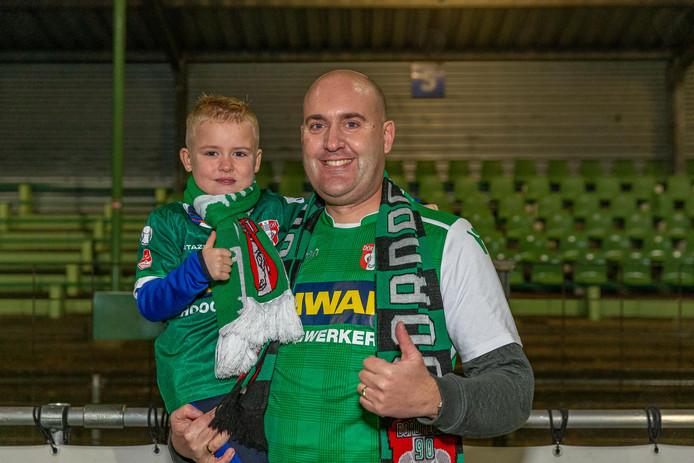 Emiel Grootenboer woonde gisteravond samen met zijn zoontje Rick (6) een wedstrijd van FC Dordrecht bij. ,,Ik hoop dat we dat nog vele jaren kunnen doen.''