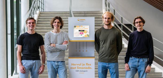 Lukas Marivoet, Colin Deblonde, Lucas Moreau en Mathijs Vanacker stelden eerder al hun Dripl-drankautomaat voor. Intussen gaat het steeds harder met hun uitvinding.