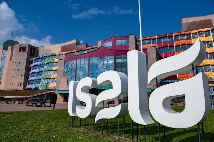 Isala in Zwolle verwacht binnen anderhalve week tot twee weken een piek in de stroom coronapatiënten die acute zorg nodig heeft.