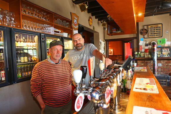 Zaakvoerders Manu D'Hose en Kris De Meuter vieren het 35-jarig bestaan van het café/restaurant.