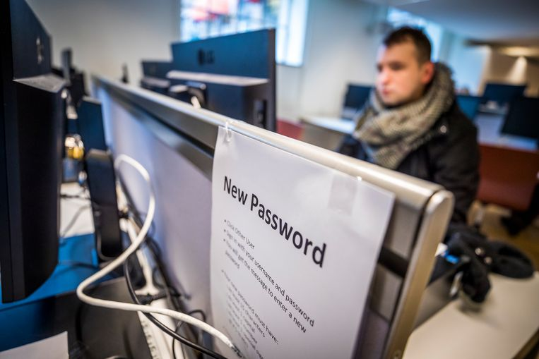 De Inspectie Onderwijs onderzoekt of de Universiteit Maastricht genoeg heeft gedaan om de cyberaanval van eind december te voorkomen. Dat zegt minister Van Engelshoven tegen de Tweede Kamer. Haar ministerie laat weten dat het onderzoek al loopt, en dat het rapport er naar verwachting voor de zomer ligt. Beeld ANP
