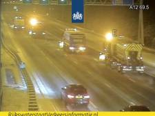 Rijkswaterstaat strooit hele nacht op Brabantse wegen, morgenochtend minder drukte verwacht door uitblijven sneeuwval