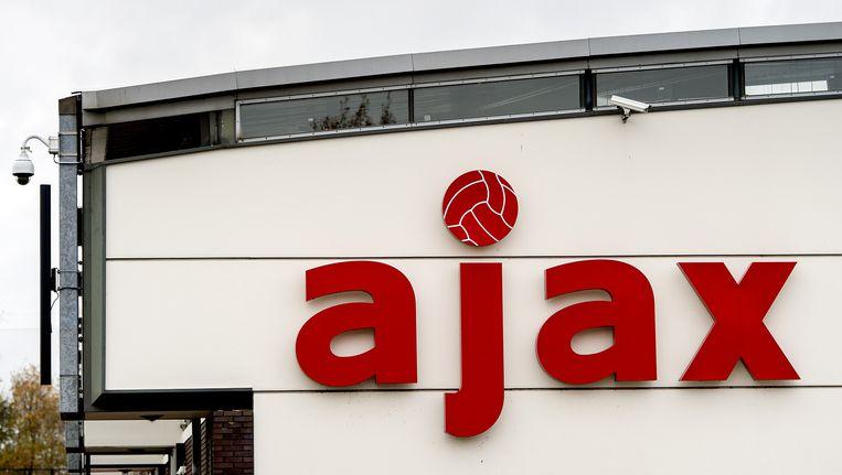 Voorafgaand aan de thuiswedstrijd tegen PSV wilden de supporters 'een biertje gaan drinken' in de kantine op De Toekomst Beeld anp