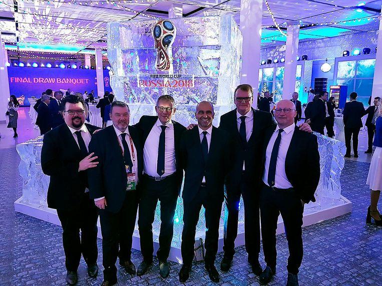 De Belgische delegatie in Moskou, met onder meer Filip Van Doorslaer (Marketing & Events manager bij de KBVB), persverantwoordelijke Stefan van Loock, bondscoach Roberto Martinez en technisch directeur Chris Van Puyvelde.