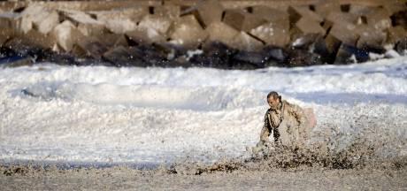 Zeeschuim (lijkt) belangrijkste oorzaak van surfdrama Scheveningen
