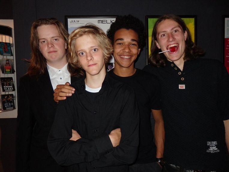 Nog meer jongensgeweld: Berend Boot, Jan Leeflang, Sidney Francis en Japie Mittring (vlnr) van Rumble in the Barn. De leadzanger is op vakantie. Beeld Schuim