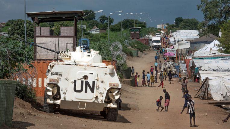 Een VN-voertuig bij een kamp voor ontheemden in Juba, Zuid-Soedan. Beeld AP