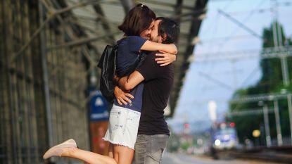 Liefde is…samen een treinticket kopen!