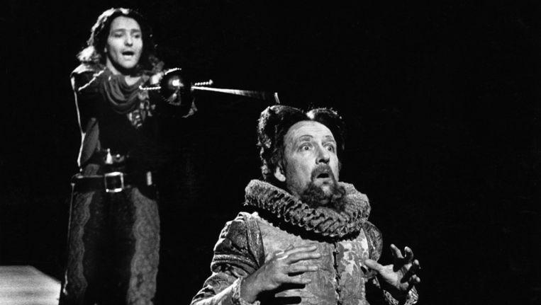 Pierre Bokma en Hans Croiset in 'Hamlet', 1986. Collectie: Theater Instituut Nederland. Beeld  Kees de Graaff