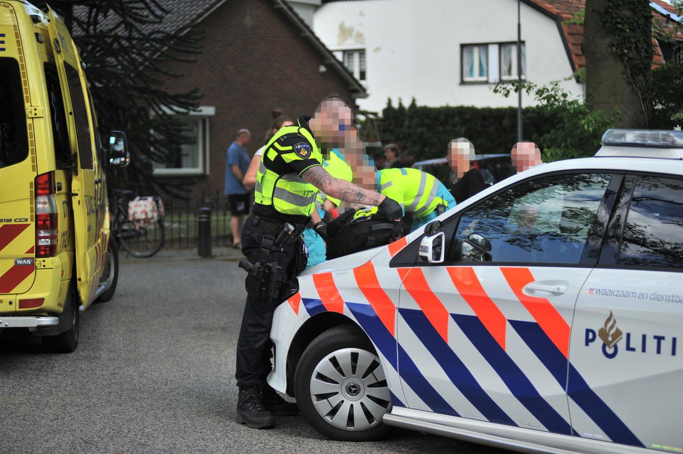 Hulpdiensten ter plaatse in Renkum na het ongeluk.
