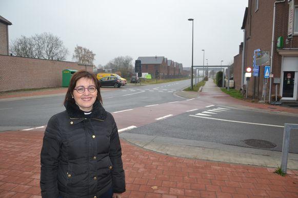 Ingrid aan het kruispunt Spoorwegstraat-Drinkteilstraat.