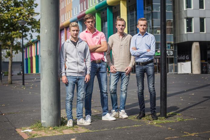 Vier van de gedupeerde leerlingen: van links naar rechts Coen (19), Thomas (18), Max (22) en Quint (18). Foto: Maarten Bonte