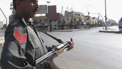 Twee Pakistaanse tienermeisjes slachtoffer van eremoord omdat ze in nabijheid van man gefilmd werden