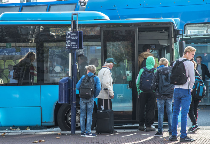 Vanaf volgende maand geldt een nieuwe dienstregeling in het gebied Midden-Overijssel. Voor het busvervoer in Salland verandert veel.
