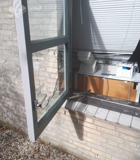Inbraak tandartspraktijk Woubrugge: raam geprobeerd open te breken en raam ingegooid