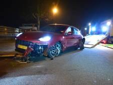 Weer dure auto gecrasht: Porsche knalt tegen muur