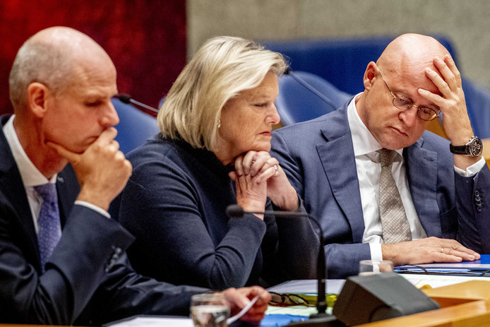 Minister Grapperhaus, minister Blok en Ankie Broekers-Knol, staatssecretaris van Justitie en Veiligheid, tijdens een debat in de Tweede Kamer.