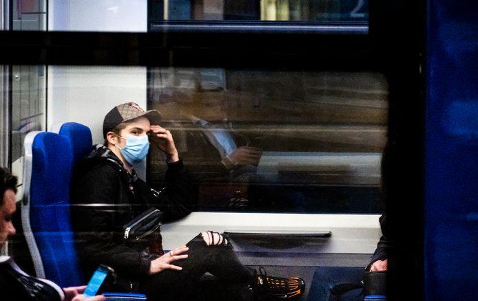 Vanaf 1 juni is het verplicht om een mondkapje te dragen als je het openbaar vervoer wilt gebruiken.